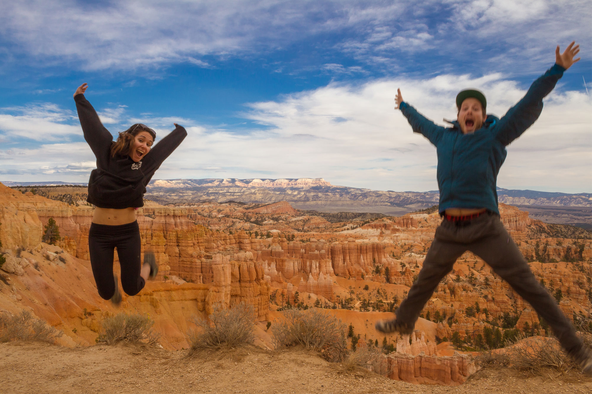 Jumping-at-Sunset-Point,-Bryce-Canyon-National-Park