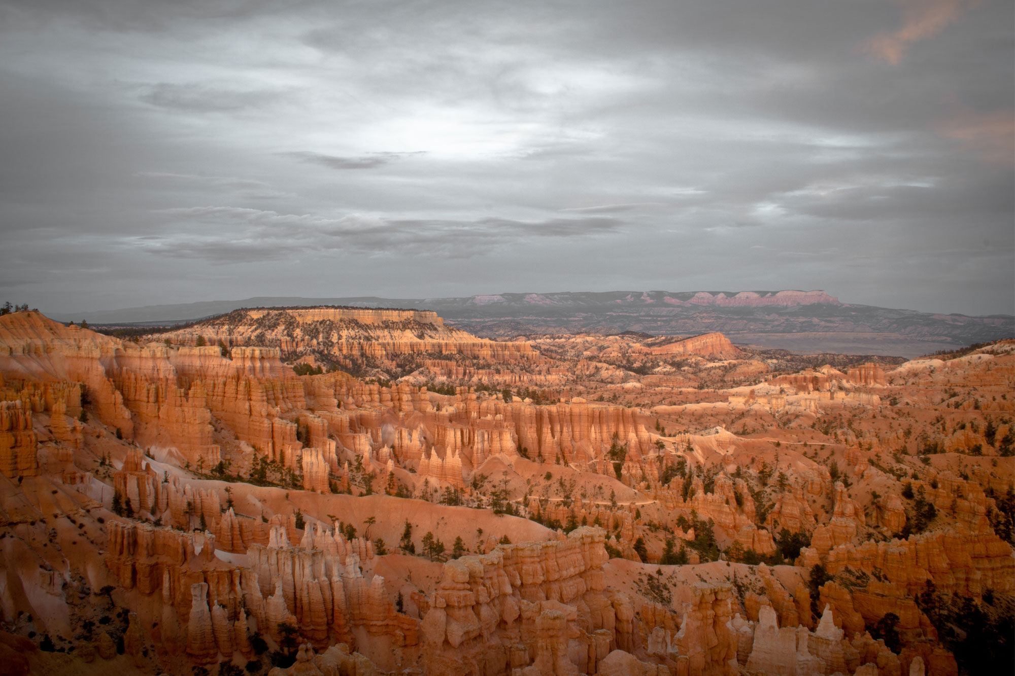 Sunset-at-Sunset-Point,-Bryce-Canyon-National-Park